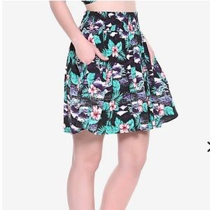 Dresses & Skirts - Tropical skirt with POCKETS!